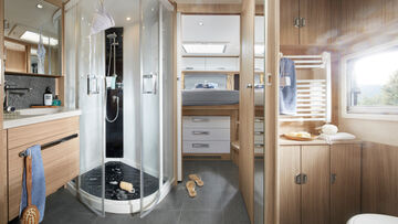 05_Niesmann_Bischoff_Arto_88LF_Spacious-bathroom-with-large-wellness-shower.jpg